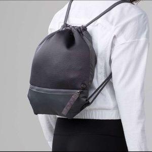 Lululemon Go Lightly Cinch Bag